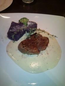 牛肉のチーズクリーム添えと紫いも