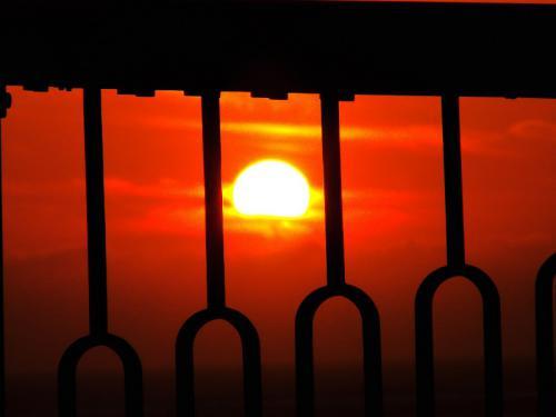 甑大明神橋 欄干からの夕陽
