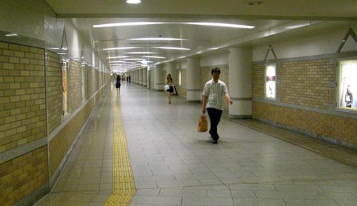 神戸一長い地下通路を通った