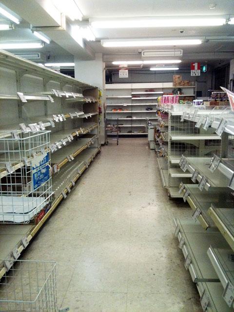商品棚から物が消えた