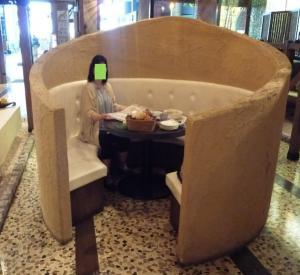 レストランの席2011