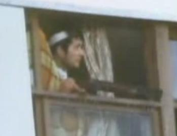 窓から犯人 00178