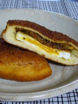 半熟卵のカレーパン