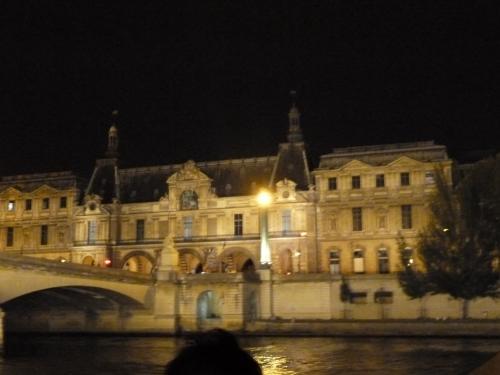ルーブル美術館(夜)