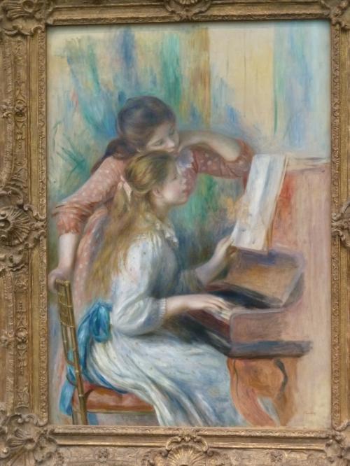 ピアノを弾く少女たち
