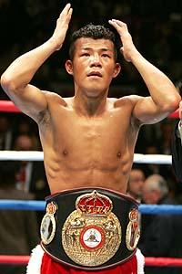 初防衛した亀田興毅、ウド鈴木にも似てますねw謎の髪型で顰蹙をかった