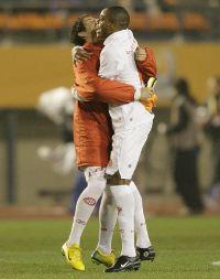 抱き合うアレシャンドレとルイス・アドリアノ、若い選手が次々と・・・日本は・・・?