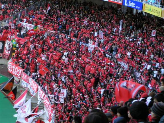 真っ赤に染まる埼玉スタジアム浦和レッズの優勝に沸こうぜ!