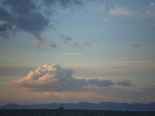 対岸に神戸