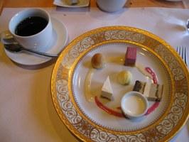 デザート盛り合わせとコーヒー