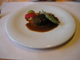 お肉料理 牛ヒレ肉ステーキのマデラソース