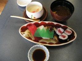 レディース会席のまどんなのお寿司、みそ汁、茶碗蒸し