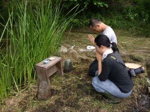 11田の神様に祈る2011田植え