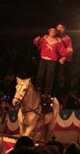 サーカス(馬に二人乗り)
