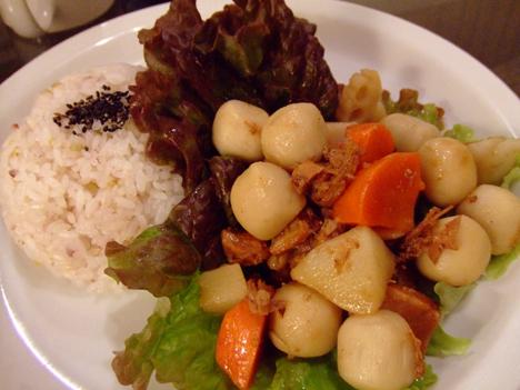 豚角煮と根菜の五穀米