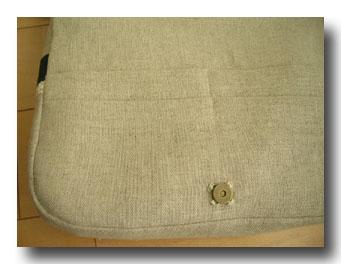 もちろんマグネットボタンと2段ポケット