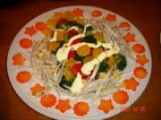 ブロッコリと牛蒡のサラダ・型抜パプリカと人参で飾りました