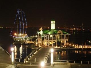 ぷかり桟橋に停泊する帆船あこがれ