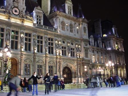 パリ市庁舎前のスケートリンク