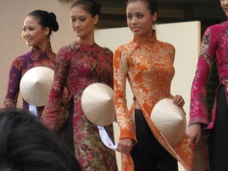 アオザイファッションショー