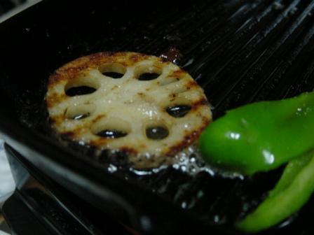 残った脂で焼く野菜がうまいっ