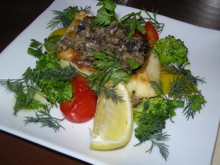 鯛の鉄板焼きブラックオリーブソース