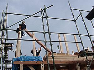 上棟後半下から木材