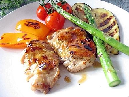鶏のソテーニンニクバター醤油ソースグリル野菜添え