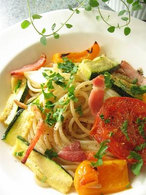 ローストベジタブルとベーコンのスパゲティ