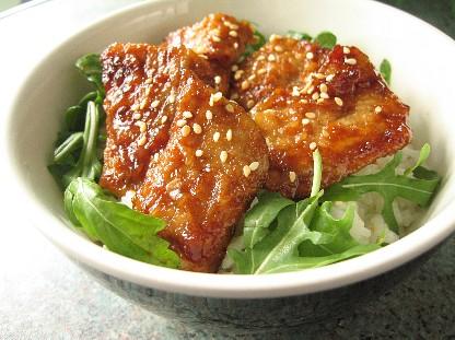 豚肉のメープル照り焼き丼