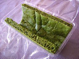 抹茶小豆のトヨ型ロールケーキ