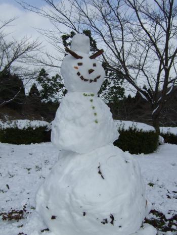 本物雪だるまです・・・ヨロシク