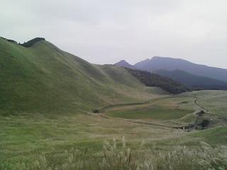 遠くに霞む山
