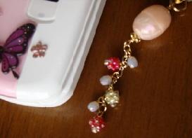 ピンクの携帯ストラップ