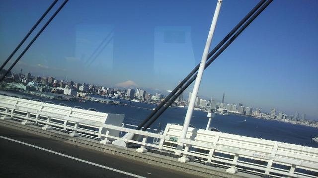 110310 ベイブリッジからの富士山