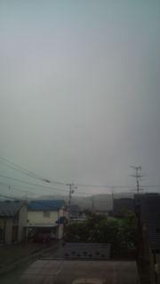 週末の雨。けれども久し振りに涼しい日かも。