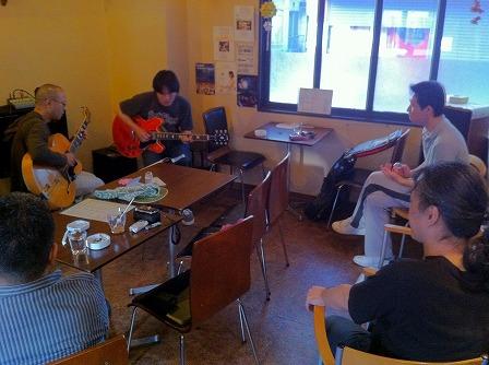 ギター受講者とギター受講者