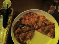 【マーシーオーガモン】の自家製ピザ
