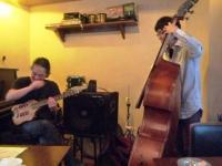 g村山義光講師と受講者ベース奏者
