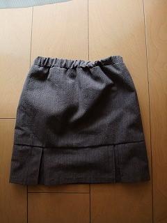 スカート後ろ
