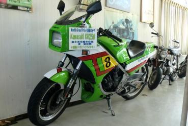 ドライブインもちや 二輪車会館 KR250S