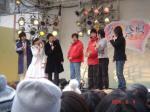 メインステージの長井秀和ら