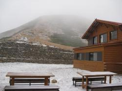雪の双六山荘