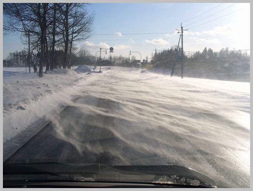 地吹雪の国道2