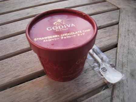 GODIVA ストロベリーチョコレートチップ