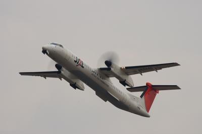 JAC DHC8-Q400 3X2265@RWY14Rエンド(by EF100-400)