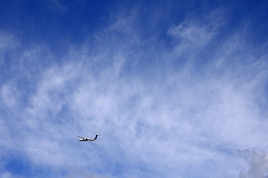 今日の空&AKX DHC-8-402Q ANA1677@RWY14Rエンド・猪名川土手(by EOS 40D with SIGMA 18-50mm F2.8 EX DC MACRO)