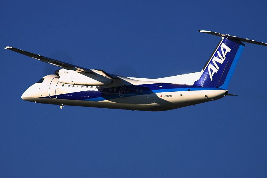 AKX DHC-8-314Q ANA1613@RWY14Rエンド・猪名川土手(by EOS50D with SIGMA APO 300mm F2.8 EX DG/HSM + APO TC2x EX DG)