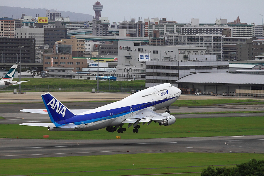 ANA B747-481D ANA242@アクシオン福岡(by EOS50D with EF100-400mm F4.5-5.6L IS USM)