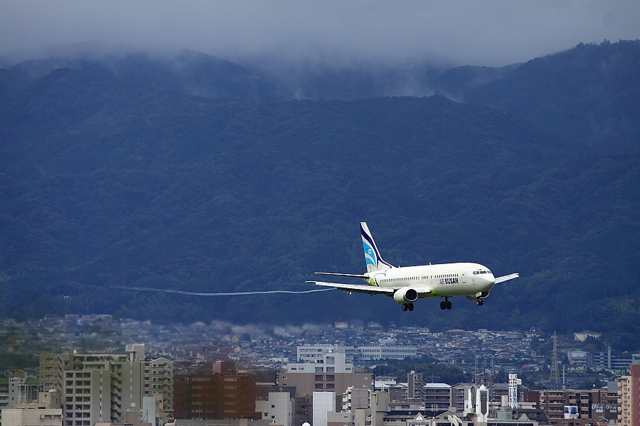 ABL B737-48E BX142@アクシオン福岡(by EOS50D with EF100-400mm F4.5-5.6L IS USM)